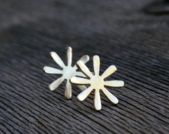 Gold flower stud earrings, gold stud earrings, gold flower studs, Gold plated stud earrings shaped as small flowers, floral earrings