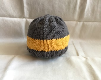 Hand Knit Baby Hat. 0-4 months.