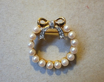 Pretty bow and pearls