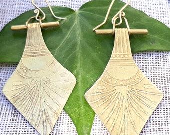 Earrings handmade, brass ethnic earrings, etching earrings, contemporary jewelry, original jewelry handmade, etching brass, goddess woman