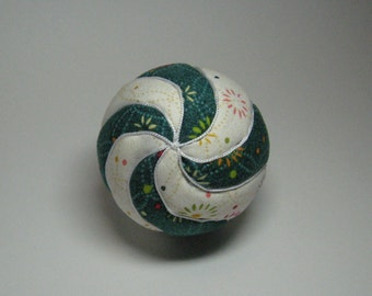 Christmas Spiral  This Kimekomi is as unique as a candy cane!