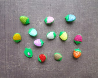40 buttons form small Strawberry mix colors 1,4 cm