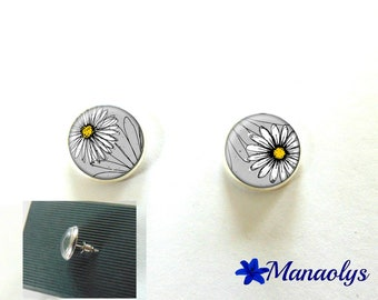 Earrings round silver Stud Earrings, white flowers, daisies, 10 mm, 3193 glass cabochons