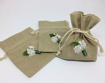 Set of 6 linen gift bags, 4in x 5in drawstring, white floral bouquet, wedding gift, bridesmaid gift, flower girl gift,bridal shower gift bag