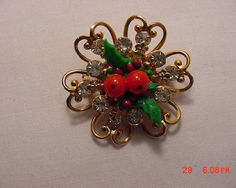 Vintage Rhinestone Christmas Holly & Berries Brooch  17 - 936