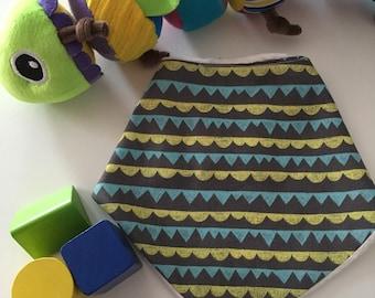 Daylong FinPin Baby bib- Geometric print