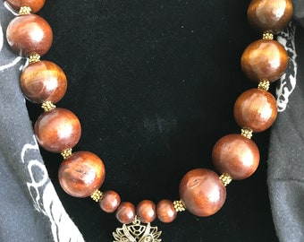 Wood bead necklace with pendant