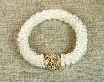 White and silver glass beads bracelet