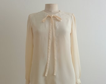 80s Valentino ivory silk blouse laces collar