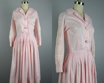 CLEARANCE // Vintage 1950s Cotton Candytuft Pink Dress 50s Full Skirt Dress with Lace Insets on Sleeves, Shoulders Size 8-10/M