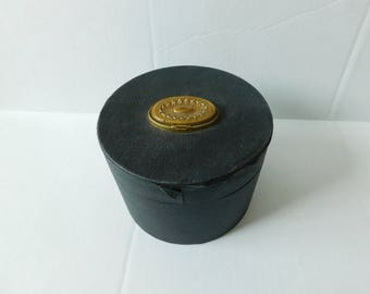Vintage Victorian Collar Box antiques clothing