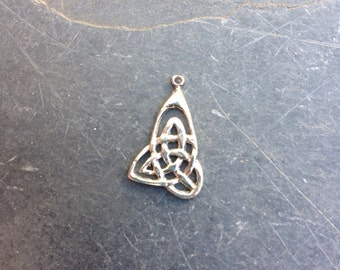 Celtic Knot Charm, sterling silver, 1 charm, 13 x 23 mm