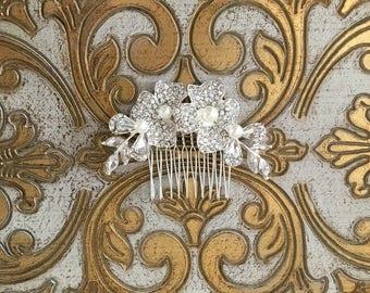 Crystal Flower Hair Comb.Bridal Hair Comb.Rhinestone Bridal headpiece.Bridal hair accessory.wedding hair piece.Crystal Flower Hair Piece