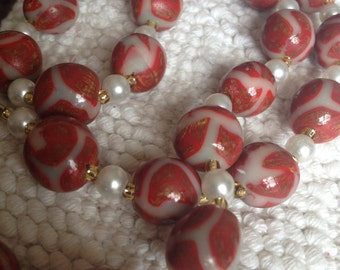 Round red and white necklace