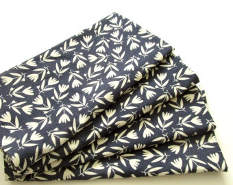 Cloth Napkins - Set of 4 - Organic Cotton - Navy White Tossed Flowers Floral - Dinner, Table, Everyday, Wedding