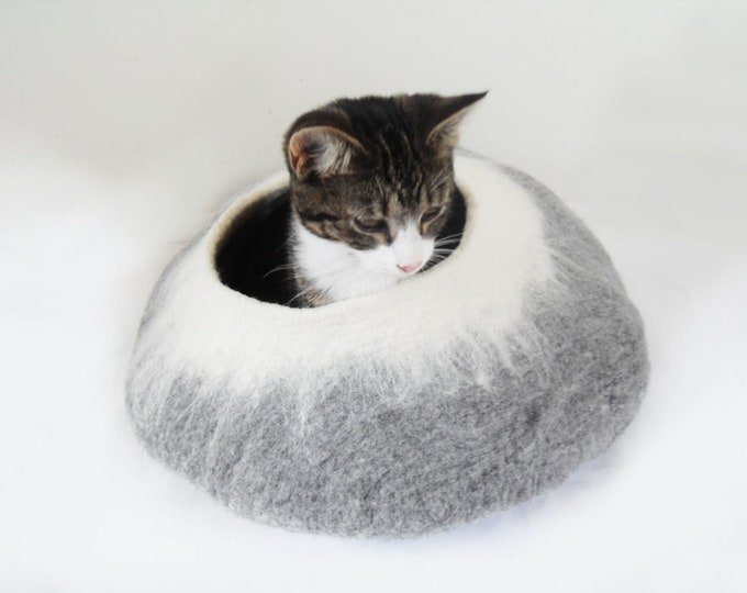Cat Bed / Cat Cave / Felt Cat Bed / Cave Cocoon / Cat House / Cat furniture in grey and white