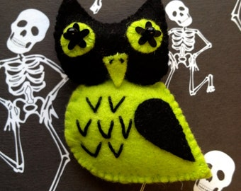 Spooks the Owl Felt Brooch