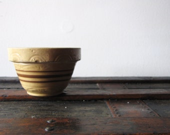 Vintage Small Yelloware Yellow ware Primitive Bowl Cottage Decor Pottery Bowl Mustard Colored Bowl