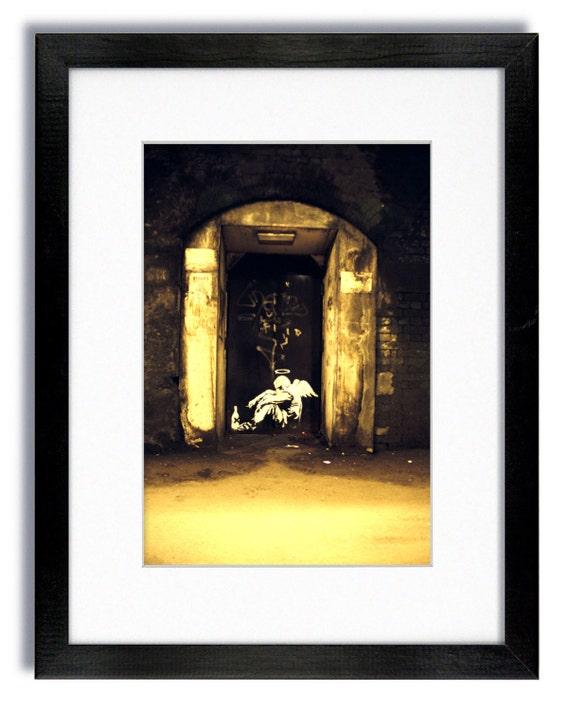 Banksy el ángel caído montado y enmarcado impresión