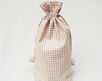 Bulk chic handbag