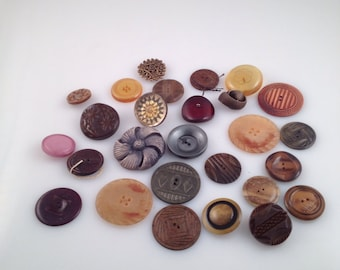 Vintage lot of ornate buttons