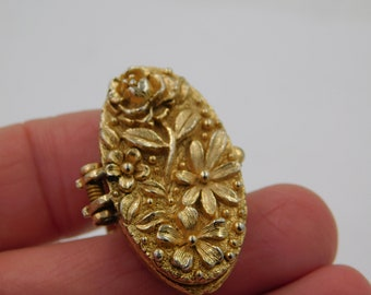 Vintage Large Gold Tone Costume Jewelry Poison Or Locket Ring dr66