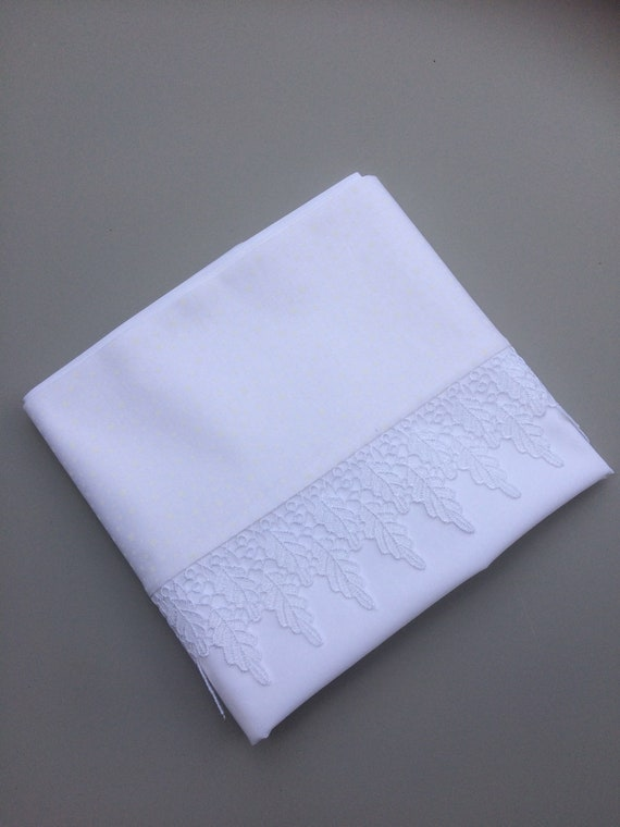 Egyptian cotton pillowcase(pair) white with lace trim