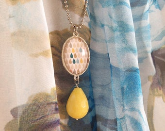 Long necklace in silvered brass with cameo and agate stone