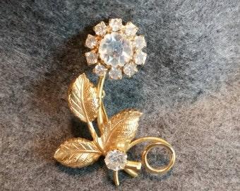 Daisy brooch with rhinestones