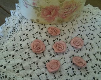 Set of 6 roses in satin to sew or stick