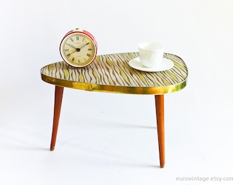 Mid Century Coffee Table / MidCentury Tripod Table / Small Table Plant Stand 50s 60s