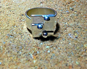 999 fine silver Ring, Industrial design with rivets. Avant-garde, contemporary.