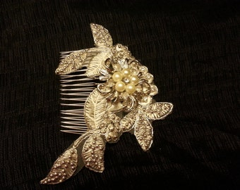Bridal hair comb, Lace Pearl Hair Comb, Wedding Hair Accessory. Crystal and pearl lace headpiece. Bridal crystal pearl comb headpiece,