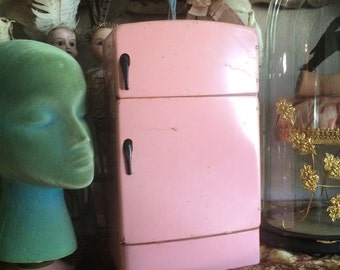 A Vintage Pink Metal Toy Fridge By Wolverine How Stink'n Cute Is That