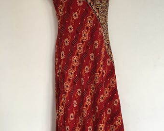 A beautiful vintage handmade 1960's / 1970's ladies dress with Indian print-pattern size small