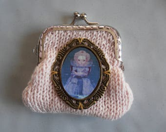 Pink wallet with Medallion Queen