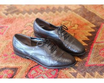vintage black leather oxfords / size 6.5
