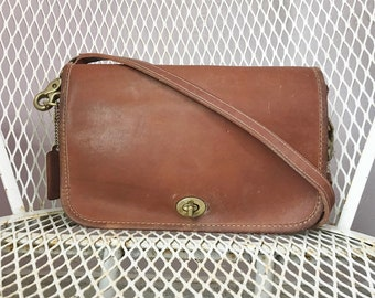 Vintage Coach Brown Leather Shoulder Bag Purse Made In New York City USA Bonnie Cashin Hippie