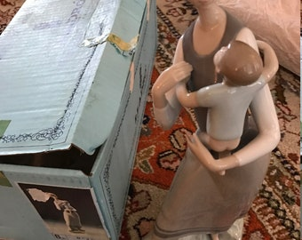 Lladro Maternal No 4.701 Retired Porcelain Figurine with original box and packaging