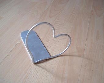 Book Support heart-book support made of metal holder for CD and DVD