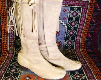 1960's/1970's Tan Suede Fringe Go Go Boots size 10