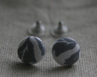Grey leaves cover button earrings.