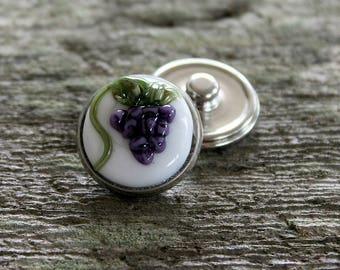 Fantasy Floral Snap Button White Grape Bunch