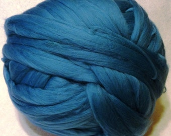 Wool Roving, Merino Roving, Merino Wool Roving, Blue Wool Roving, Felting Wool, Spinning Fiber - Cyan Merino Wool Roving - 8 oz