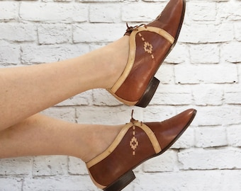 Vintage 80s Wild Pair Southwestern Leather Oxfords Flats Shoes Brown Tan Lace-Up Brogues 7 7.5