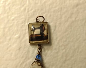 Vintage sewing machine pendant with charm