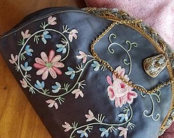 Amazingly embroidered vintage purse // antique? // satin embroidered purse // French // beaded purse // wedding purse // evening bag //