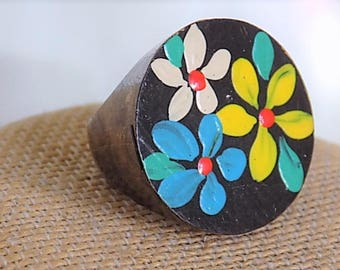 FREE SHIPPING Vintage Wooden Handpainted Ring Size 7