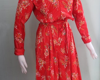 "Med/Lg Vintage 1970's floral dress with flared skirt, 30-32"" waist"