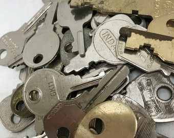 Vintage Flat Keys - Set of 50 #18